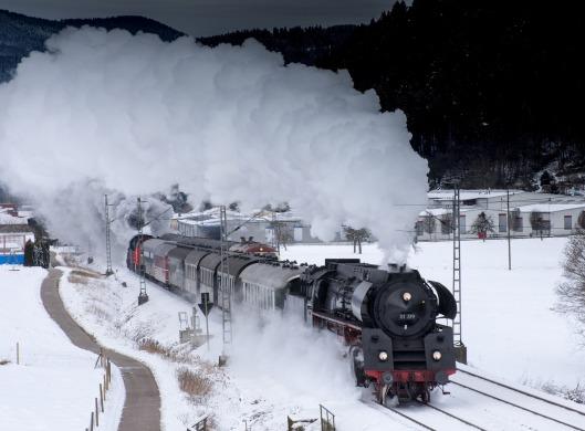 steamtrainsnowlowres